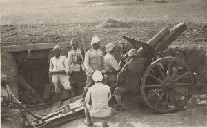 צוות ארטילריה טורקי במהלך הקרב על תל-הוריירה בצפון הנגב 1917